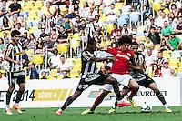 RIO DE JANEIRO, 27.04.2014 - Valdivia do  Internacional durante o jogo contra Botafogo disputado neste domingo no Maracanã. (Foto: Néstor J. Beremblum / Brazil Photo Press)