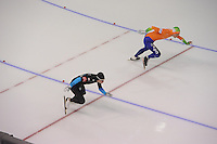 SCHAATSEN: CALGARY: Olympic Oval, 10-11-2013, Essent ISU World Cup, 500m, Tucker Fredricks (USA), Ronald Mulder (NED), ©foto Martin de Jong