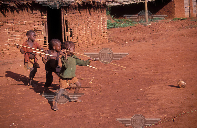 © Giacomo Pirozzi / Panos Pictures..CAMEROON..Mbuti (pygmy) children learning to hunt.