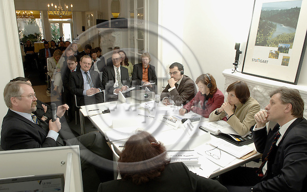 "Brussels-Belgium - 07 March 2006---""Bildung von Raumfahrt-Clustern in Europa"", a workshop organised by the Stuttgart Region European Office, at 'Stuttgart Region House'; here, a moderated roundtable discussion---Photo: Horst Wagner/eup-images"