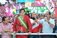 SÃO PAULO, SP, 01 DE MAIO DE 2013 - 1º DE MAIO UNIFICADO - DIA DO TRABALHO: Humorista do panico vestido de Dilma durante festa do 1º de Maio Unificado, organizado pelas centrais sindicais Força Sindical, CTB, UGT e Nova Central para comemorar o Dia do Trabalhador na manhã desta quarta feira (01) na Praça Campo de Bagatelle, em Santana, Zona Norte da Capital. FOTO: LEVI BIANCO - BRAZIL PHOTO PRESS