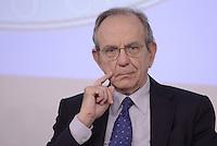 Roma, 15 Ottobre 2015<br />  Pier Carlo Padoan.<br /> Conferenza stampa a Palazzo Chigi al termine del Consiglio dei Ministri n°87