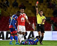BOGOTA - COLOMBIA - 08 - 03 - 2018: Diego Escalante (Der.), arbitro, muestra tarjeta roja a Dhawilin Leudo (Cent.), jugador de Deportivo Pasto, durante partido de la fecha 7 entre Independiente Santa Fe y Deportivo Pasto, por la Liga Aguila I 2018, en el estadio Nemesio Camacho El Campin de la ciudad de Bogota. / Diego Escalante (R), referee, shows red card to Dhawilin Leudo (C) player of Deportivo Pasto, during a match of the 7th date between Independiente Santa Fe and Deportivo Pasto, for the Liga Aguila I 2018 at the Nemesio Camacho El Campin Stadium in Bogota city, Photo: VizzorImage / Luis Ramirez / Staff.