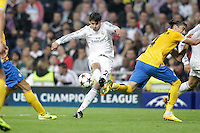 Real Madrid´s Alvaro Morata (C) and Juventus´s during Champions League 2013-14 match in Bernabeu stadium, Madrid. October 23, 2013. (ALTERPHOTOS/Victor Blanco)