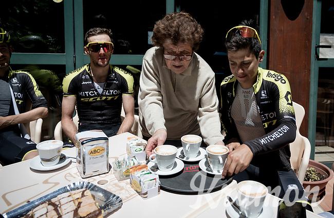 Team Mitchelton-Scott restday training ride aka 'coffee ride' > Simon Yates (GBR/Mitchelton-Scott) & Esteban Chavez (COL/Mitchelton-Scott) being served<br /> <br /> restday 1 (20 may) of the 102nd Giro d'Italia 2019<br /> <br /> ©kramon