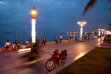 PHILIPPINES, Manila, Rojas Blvd Bay Walk