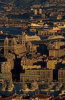 Europe/France/Provence-Alpes-Côte d'Azur/13/Bouches-du-Rhône/Marseille : Vue depuis Notre-Dame-de-la-Garde sur la ville et ses ports