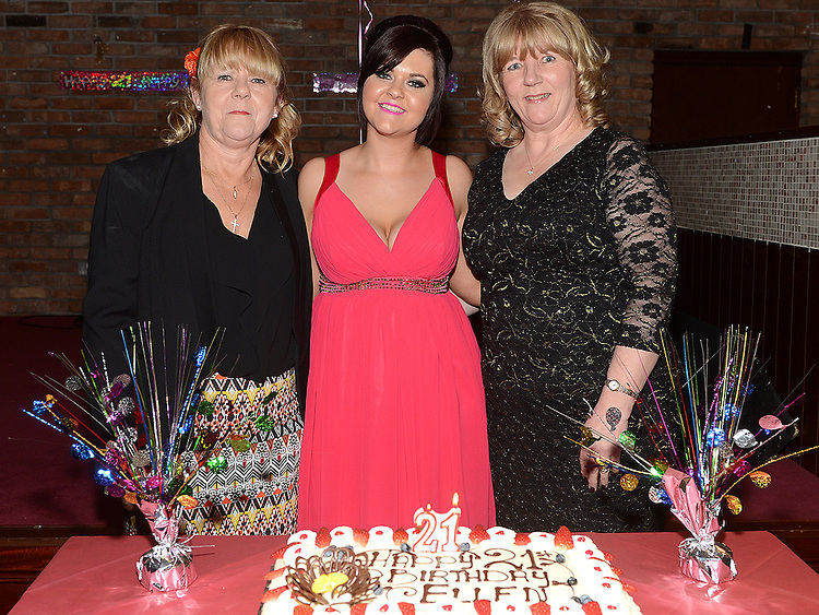 Ellen Branigan celebrating her 21st birthday in McHugh's with mother Una and aunt Irene Cudden. Photo:Colin Bell/pressphotos.ie