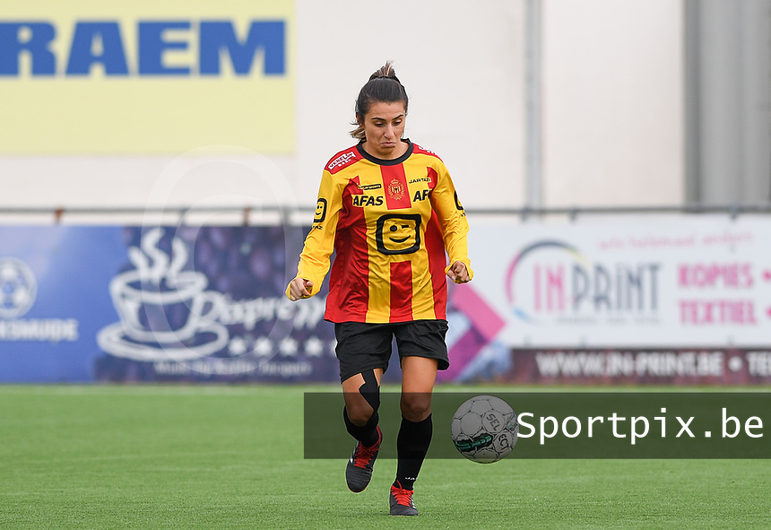 20191005  -  Diksmuide , BELGIUM : KV Mechelen's Pure Eke pictured during a footballgame between the womensoccer teams from Famkes Westhoek Diksmuide Merkem and KV Mechelen Ladies A , on the 5th matchday in the first division , 1e nationale , in Diksmuide - Belgium - saturday 5th october 2019 . PHOTO DAVID CATRY | Sportpix.be