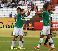 MANIZALES - COLOMBIA -12-02-2017: Los jugadores de Deportivo Cali, celebran el gol anotado al Once Caldas, durante partido Once Caldas y Deportivo Cali, por la fecha 3 de la Liga de Aguila I 2017 en el estadio Palogrande en la ciudad de Manizales. / The players of Deportivo Cali, celebrate a scored goal to Once Caldas during a match Once Caldas and Deportivo Cali, for date 3 of the Liga de Aguila I 2017 at the Palogrande stadium in Manizales city. Photo: VizzorImage  / Santiago Osorio / Cont.
