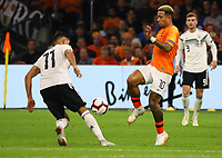 Emre Can (Deutschland, Germany) gegen Memphis Depay (Niederlande) - 13.10.2018: Niederlande vs. Deutschland, 3. Spieltag UEFA Nations League, Johann Cruijff Arena Amsterdam, DISCLAIMER: DFB regulations prohibit any use of photographs as image sequences and/or quasi-video.