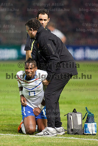 Nederland's Eljero Elia (C) reacts being hit by a ball during a European Championships preliminaray game in Budapest, Hungary on March 25, 2011. ATTILA VOLGYI