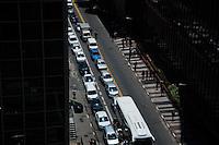 SÃO PAULO-SP-11.10.2014-TRÂNSITO SÃO PAULO - O motorista enfrenta fluxo com velocidade moderada na Rua Augusta com Avenida Paulista sentido Consolação.Região centro-sul da cidade de São Paulo,na tarde dessa terça-feira,11(Foto:Kevin David/Brazil Photo Press)
