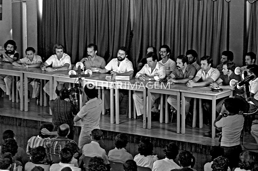 Retomada do sindicato após intervenção, metalurgicos do ABC. SBC. 1979. Foto de Juca Martins.
