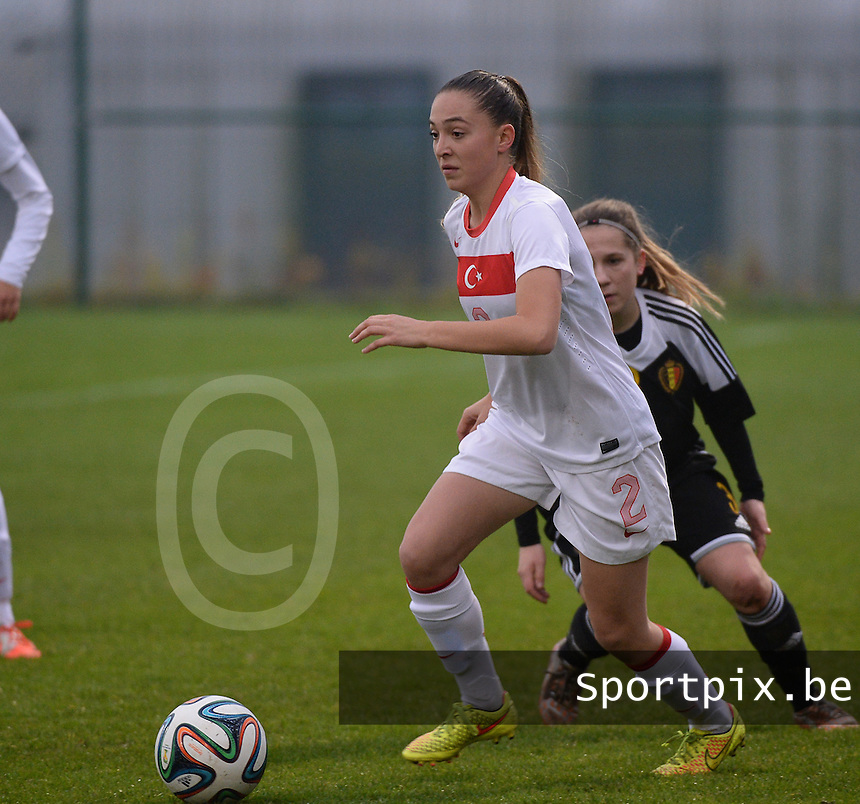20141126 - TUBIZE , BELGIUM : Turkish Berna Yeniceri pictured during the Friendly female soccer match between Women under 19 / 21  teams of  Belgium and Turkey .Wednesday 26th November 2014 . PHOTO DAVID CATRY