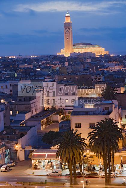 Afrique/Afrique du Nord/Maroc /Casablanca: vue de nuit sur le centre et la Grande Mosquée Hassan II