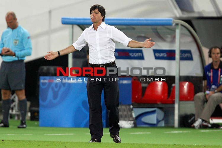 UEFA Euro 2008 Final Match 31 Wien - Ernst-Happel-Stadion. Deutschland ( GER ) - Spanien ( ESP ). <br /> Joachim Loew (L&ouml;w) - ( Germany / Trainer / Coach ) gestikuliert am Spielfeldrand.<br /> Foto &copy; nph (  nordphoto  )