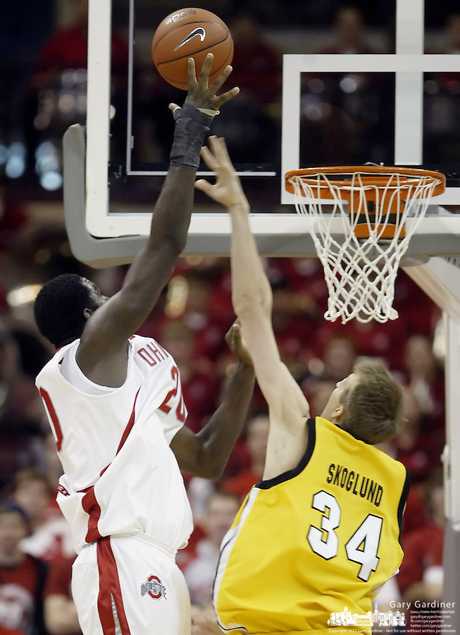 2 December 2006: Ohio State's Greg Oden, left, shoots over Valparaiso's Arden Skoglund at Value City Arena in Columbus, Ohio. Oden was the nation's top high school player for the past two years and made his college debut tonight after sitting out with a wrist injury.<br />