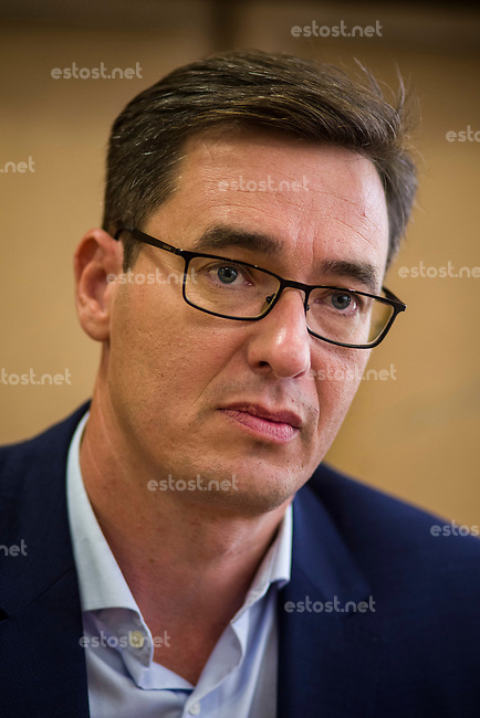 UNGARN, 10.2019, Budapest V. Bezirk. Der Oberbuergermeister-Kandidat der vereinten Opposition, Gergely Karácsony, im Pressegespraech. Die Stadtratswahl findet am 13. Oktober statt. | Joint opposition Lord mayor candidate Gergely Karacsony during a press talk. Local elections take place on October 13.<br /> © Martin Fejer/estost.net