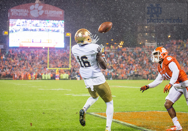 Oct 3, 2015; Wide receiver Torii Hunter Jr. (16) catches a touchdown pass against Clemson. (Photo by Matt Cashore)