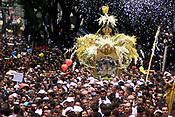 No C&iacute;rio de Nossa Senhora de Nazar&eacute; cerca de 1.500.000 romeiros acompanham a berlinda que leva a imagem da Santa durante a prociss&atilde;o que ocorre a mais de 200 anos. Sendo considerada uma das maiores prociss&otilde;es religiosas do planeta.<br />Bel&eacute;m-Para-Brasil<br />&copy;Foto: Paulo Santos/ Interfoto<br />12/10/2003<br />Digital