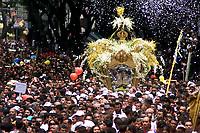 No Círio de Nossa Senhora de Nazaré cerca de 1.500.000 romeiros acompanham a berlinda que leva a imagem da Santa durante a procissão que ocorre a mais de 200 anos. Sendo considerada uma das maiores procissões religiosas do planeta.<br />Belém-Para-Brasil<br />©Foto: Paulo Santos/ Interfoto<br />12/10/2003<br />Digital
