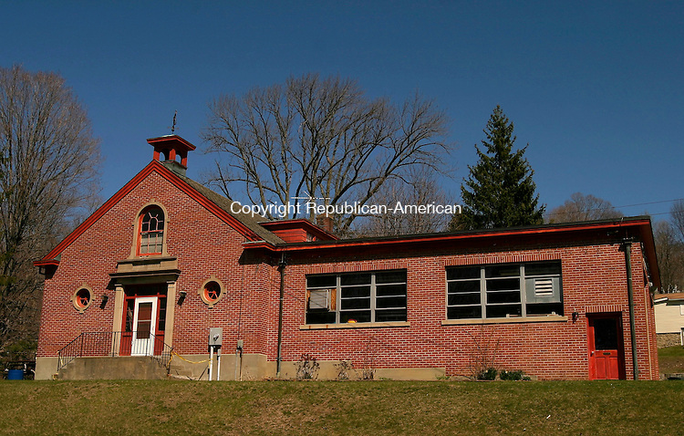 WINSTED, CT- 15 APRIL 2005-041505J08--The Holabird Avenue Fire Station in Winsted is one of the buildings Winsted Selectmen will discuss Monday as part of a bond package proposed by the town's infracture committee.  --- Jim Shannon Photo-- Winsted, Holabird Avenue,  are CQ