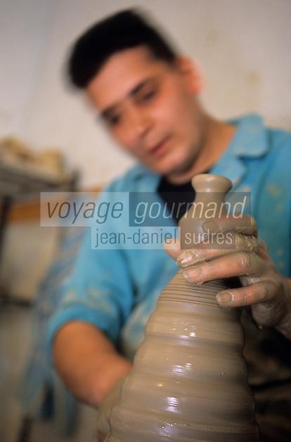 Europe/Italie/Calabre/Seminara : Boutique d'artisanat de céramique dans l'atelier du potier