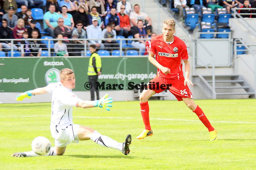 Ranisav Jovanovic (SVS) beim Tor zum 0:1 gegen Patric Klandt (FSV) - FSV Frankfurt vs. SV Sandhausen, Frankfurter Volksbank Stadion