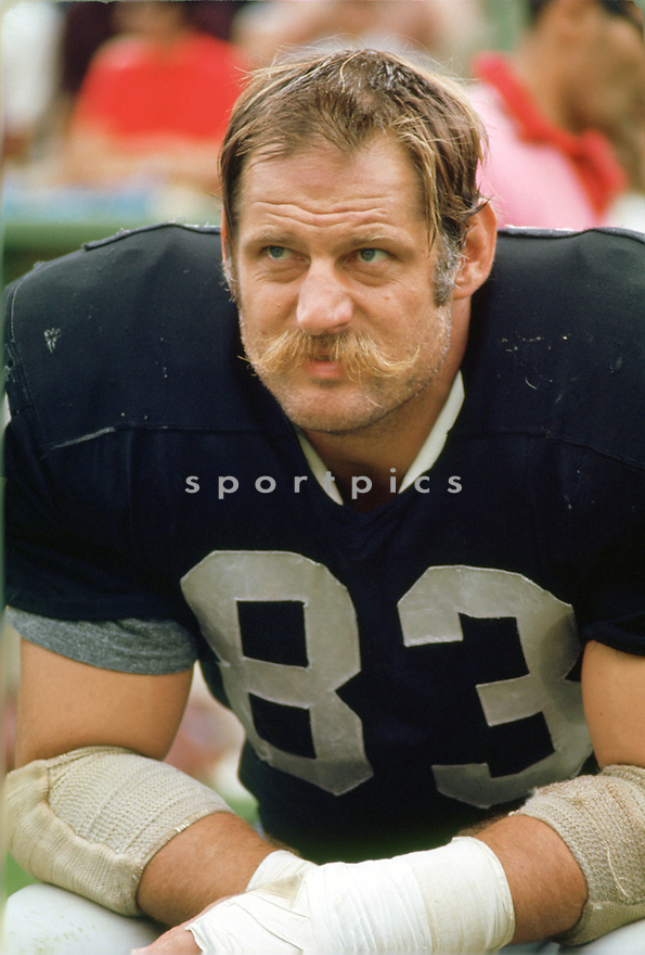 Oakland Raiders Ben Davidson (83) during a game from his 1971 season the Oakland Raiders. Ben Davidson played 11 years, with 3 different teams and was a 3-time Pro Bowler.(SportPics)