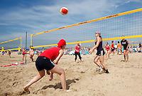 Beachvolleybal wedstrijd in Scheveningen