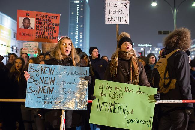 Etwa 1.500 Menschen protestierten am Montag den 19. Januar 2015 in Berlin gegen den Ausmarsch von Pegida-Anhaengern. Die Polizei hatte den Rechten eine Demonstrationsroute von ca. 1 Km abgesperrt, die durch Proteste jedeoch um die Haelfte verkuerzt werden musste.<br /> 19.1.2015, Berlin<br /> Copyright: Christian-Ditsch.de<br /> [Inhaltsveraendernde Manipulation des Fotos nur nach ausdruecklicher Genehmigung des Fotografen. Vereinbarungen ueber Abtretung von Persoenlichkeitsrechten/Model Release der abgebildeten Person/Personen liegen nicht vor. NO MODEL RELEASE! Nur fuer Redaktionelle Zwecke. Don't publish without copyright Christian-Ditsch.de, Veroeffentlichung nur mit Fotografennennung, sowie gegen Honorar, MwSt. und Beleg. Konto: I N G - D i B a, IBAN DE58500105175400192269, BIC INGDDEFFXXX, Kontakt: post@christian-ditsch.de<br /> Bei der Bearbeitung der Dateiinformationen darf die Urheberkennzeichnung in den EXIF- und  IPTC-Daten nicht entfernt werden, diese sind in digitalen Medien nach &sect;95c UrhG rechtlich geschuetzt. Der Urhebervermerk wird gemaess &sect;13 UrhG verlangt.]