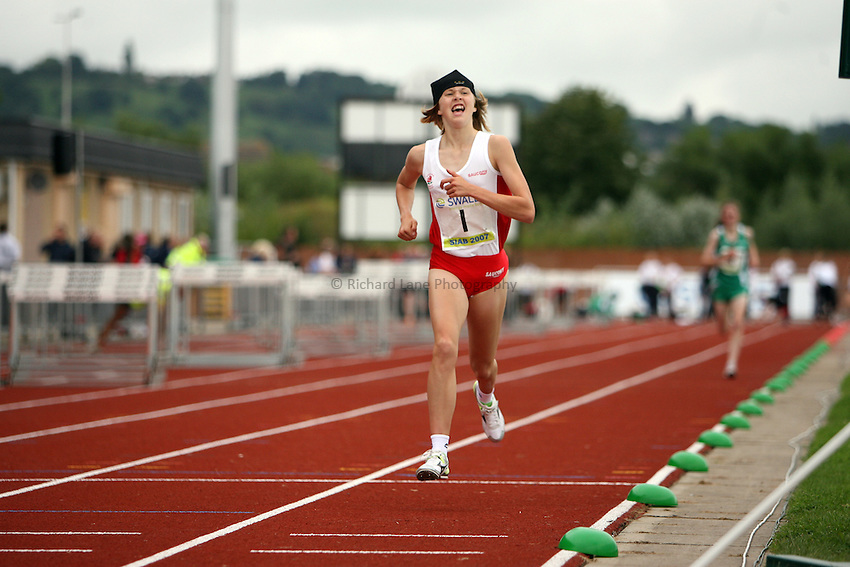 Photo: Rich Eaton...Schools International Athletic Board, Track & Field International Match, Newport. 21/07/2007. Laura Park of England wins gold in the girls 3000m.