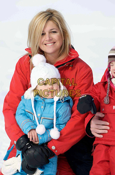 ROYALS .Crown Princess Maxima of Holland and her  daughter Princess Ariane of the Netherlands, winter vacation in Lech am Arlberg, Austria. .February 16th, 2009 .half length family snow kids children red blue royalty.CAP/PPG/JH.©Jens Hartmann/People Picture/Capital Pictures