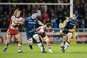 29th September 2017, AJ Bell Stadium, Salford, England; Aviva Premiership Rugby, Sale Sharks versus Gloucester; Sale Sharks' AJ MacGinty passes the ball to Sale Sharks' Tom Curry