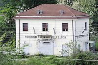 Cassino, maggio 2009.Stazione ferroviaria al lato della fabbrica FIAT.Piedimonte San Germano..Railway station beside the FIAT factory