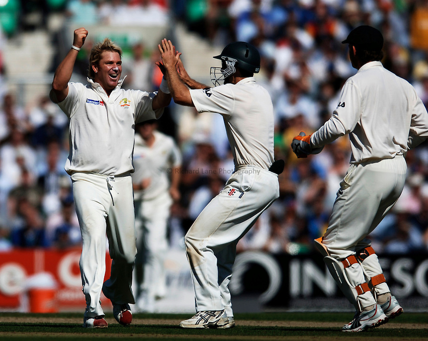 Photo: Glyn Thomas..England v Australia. nPower Test Series. The Ashes 2005..08/09/2005..Australia's Shane Warne (L) celebrates taking a wicket.