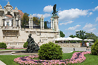 HUN, Ungarn, Budapest, Budaer Burgberg, Burgviertel: Budaer Burgpalast, Burggarten | HUN, Hungary, Budapest, Castle District: Royal Palace, garden, park