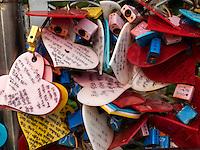 Liebesschlösser im Yongdusan Park, Busan, Gyeongsangnam-do, Südkorea, Asien<br /> love padlocks  in Yongdusan park, Busan,  province Gyeongsangnam-do, South Korea, Asia