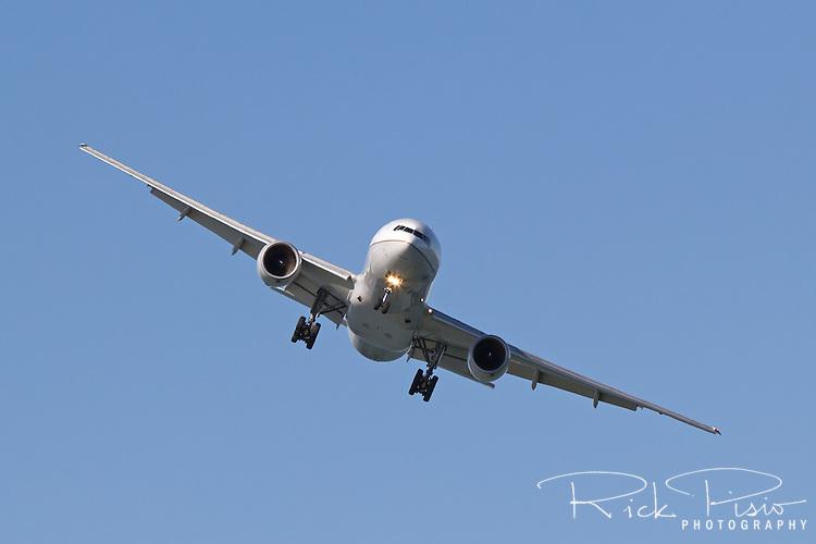 Boeing 777 in landing configuration.