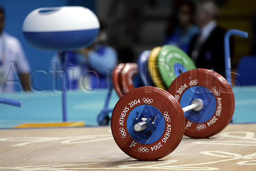 16 August 2004: Detail of a set of weights at the Olympic Games, Athens, Greece. Photo: Neil Tingle/Action Plus...040616 weightlifting olympics.ident idents equipment