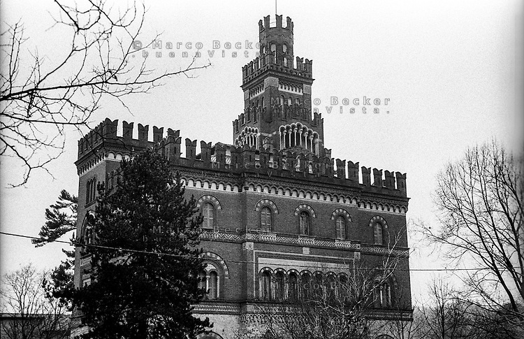 Crespi d'Adda (Bergamo), villaggio operaio di fine '800 nel settore tessile cotoniero. La villa - castello padronale --- Crespi d'Adda (Bergamo), workers model village of the late 19th century in the cotton textile production field. The castle like manor