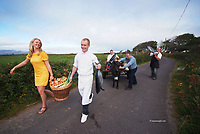 All roads lead to Dingle in County Kerry this weekend as the increasingly popular Dingle Peninsula Food &amp; Wine Festival kicks offm their 2-day foodie fest that spills out from the restaurants and pubs and onto the streets of the Town from the 2 &ndash; 4 October 2009. The festival will also feature the best food and drink produce that the country has to offer at the finals of the annual Blas na hEireann, Irish Food Awards, which have become an integral part of the Festival&rsquo;s itinerary. Highlights include chef demonstrations, wine tastings, producer demonstrations with the restaurant and pub trail featuring 40 establishments off varied food choices and tastings including Orla Keily's new range of chocolates being sampled at Kathleen McAuliffe&rsquo;s Hat Shop, Guinness and Oysters at Jack Benny&rsquo;s Pub and Suckling Pig and Crab Toasties at the Waterside Restaurant.  These will run alongside perennial favourites such as the Seafood Bar at Currans Pub and the Tuna Cookout on the Pier in aid of Build For Life.  In addition to sampling, The Greenlane Gallery has epanded its exhibition of the works of West Kerry Coast artists and has hung paintings from the new show in several other venues around town including Benner&rsquo;s Hotel, Doyles, The Global Village Restaurant and Castlewood House.<br /> Our picture shows chefs Martin Bealin and  Mark Murphy frpom The Global Village, Patrick Fealy, The Chart House, with food artisan Tomas O'Bric, Dingle Farmhouse and Niamh O'Kennedy, Mac's Ice Cream with 'Jeremy' the donkey on nthe road to Dingle on Wednesday.<br /> Picture by Don MacMonagle