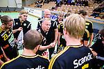 Stockholm 2014-10-22 Handboll Elitserien Hammarby IF - IK S&auml;vehof :  <br /> S&auml;vehofs  tr&auml;nare Magnus Johansson i aktion under en timeout i matchen mellan Hammarby IF och IK S&auml;vehof <br /> (Foto: Kenta J&ouml;nsson) Nyckelord:  Eriksdalshallen Hammarby HIF HeIF Bajen IK S&auml;vehof tr&auml;nare manager coach