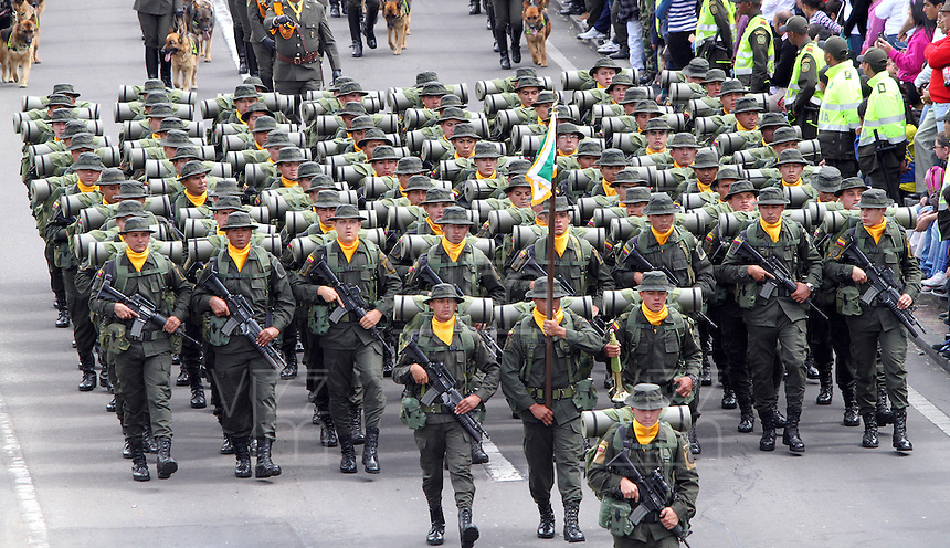BOGOT&Aacute;-COLOMBIA-20-JULIO-2013.Desfile Millitar conmemorando los 203 a&ntilde;os de independencia de Colombia por la Avenida 68 ,desfilaron las cuatro armas de las Fuerzas Armadas :Ej&eacute;rcito,Armada ,Fuerza A&eacute;rea y Policia . Foto :Felipe Caicedo /Vizzorimage / Staff<br /> Millitary parade commemorating the 203 years of independence from Colombia on Avenida 68, paraded the four arms of the Armed Forces: Army, Navy, Air Force and Police. <br /> . Photo: VizzorImage/ Felipe Caicedo/ STAFF