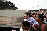 SAO PAULO 29.09.2014 - CANALIZACAO CORREGO PONTE BAIXA - O Prefeito da cidade de São Paulo, Fernando Haddad, visitou nesta segunda-feira (29), obras da canalização do corrego Ponte Baixa, na zona sul. O prefeito inaugurou os novos viadutos na av. Guido Caloi, e parte da canalização do Corrego Ponte Baixa, obra que inclui uma nova avenida e novo corredor de ônibus paralelos a est. do M'boi Mirim.<br /> (Foto: Fabricio Bomjardim / Brazil Photo Press)