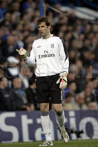 27 April 2005: Chelsea goalkeeper Petr Cech tries to influence the linesman during the first leg of the UEFA Champions League Semi-Final game between Chelsea and Liverpool. The game, played at Stamford Bridge ended 0-0. Photo: Glyn Kirk/Action plus..london 050427 football player soccer footballer goalie