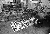 - Manifestazione del Partito Radicale presso il Palazzo di Giustizia di Milano contro le droghe pesanti e per la liberalizzazione delle droghe leggere (1975). Preparazione dei manifesti nella storica sede di Porta Vigentina<br /> <br /> - Manifestation of the Radical Party at the Milan Courthouse against hard drugs and the liberalization of soft drugs (1975). Preparation of boards in the historic headquarters of Porta Vigentina