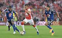 BOGOTÁ -COLOMBIA, 06-09-2015. Wilson Morelo (C) jugador de Independiente Santa Fe disputa el balón con Elkin Blanco (Izq) y Steven Vega (Der) jugadores de Millonarios durante partido por la fecha 10 de la Liga Aguila II 2015 jugado en el estadio Nemesio Camacho El Campín de la ciudad de Bogotá./ Wilson Morelo (C) player of Independiente Santa Fe fights for the ball with Elkin Blanco (L) and Steven Vega (R) players of Millonarios during the match for the 10th date of the Aguila League II 2015 played at Nemesio Camacho El Campin stadium in Bogotá city. Photo: VizzorImage/ Gabriel Aponte / Staff
