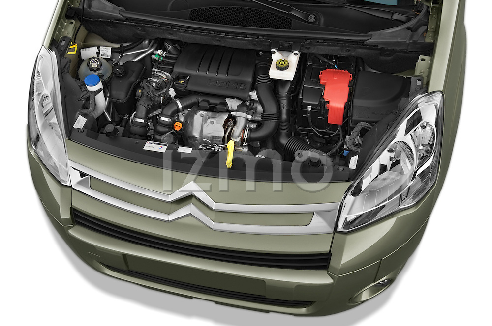 High angle engine detail of a 2008 - 2014 Citroen BERLINGO Multispace 5-Door Mini Mpv 2WD
